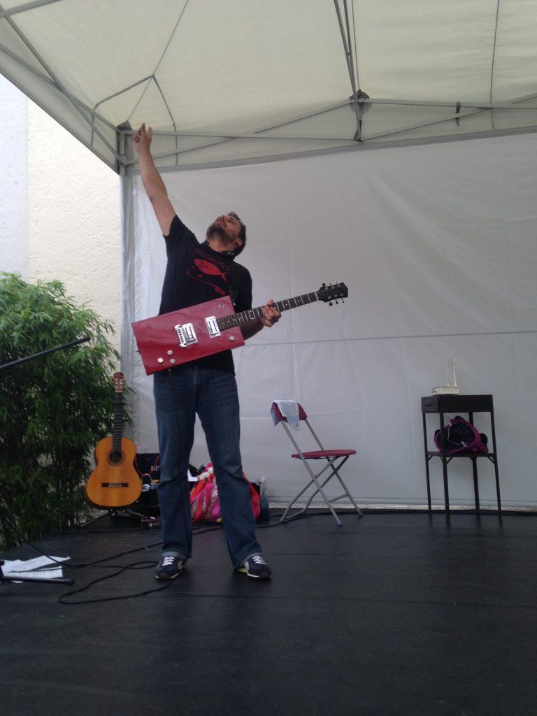 Guillermo Guillén Guitar RED