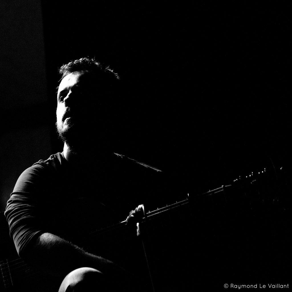 Guillermo Guillén Guitar N&B